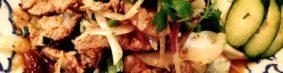 หมูนํ้าตกムーナムトック(タイ東北部地方料理 あぶり豚肉のスパイシーハーブ和え)850円