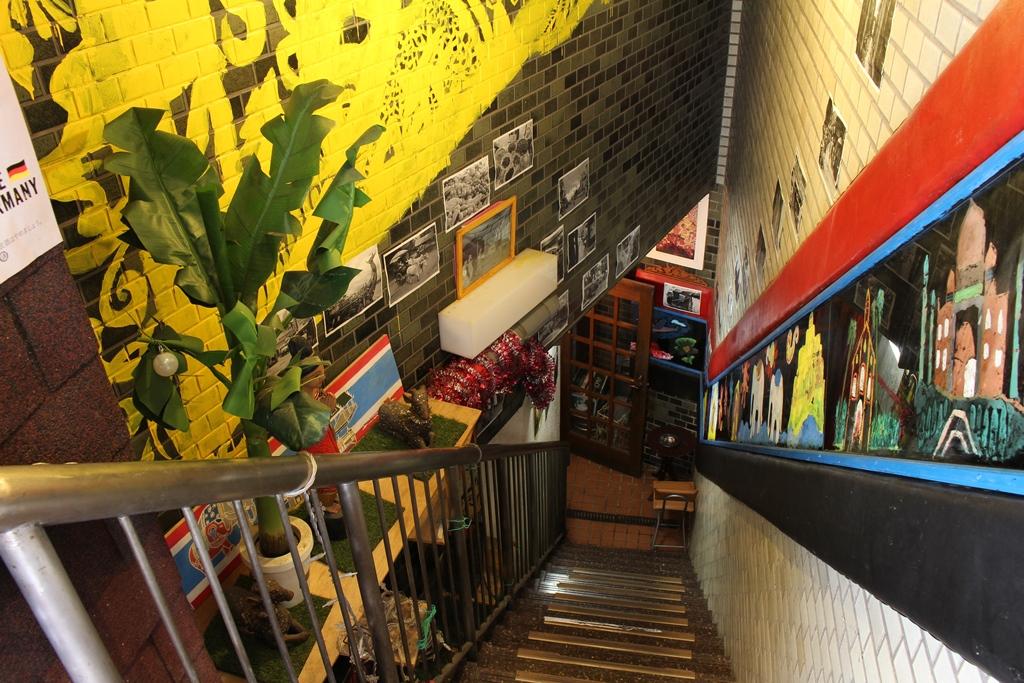 階段・喫煙エリア